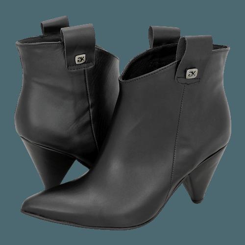 Gianna Kazakou Tettenweis low boots