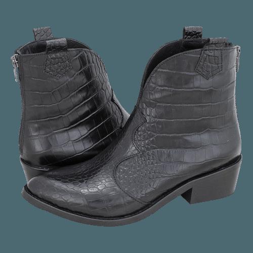 Gianna Kazakou Taars low boots